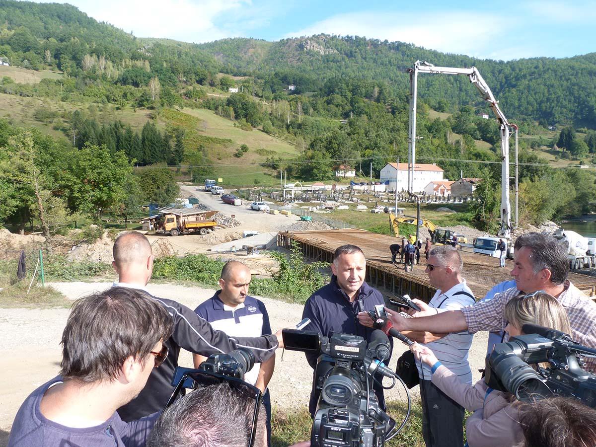 Predsjednik  Žurić obišao jutros radove na premošćavanju rijeke Ljuboviđe u Ravnoj Rijeci