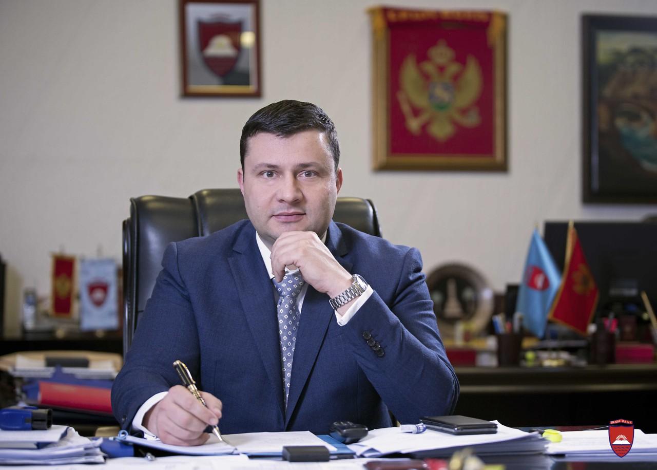 Predsjednik Smolović čestitao Vaskrs